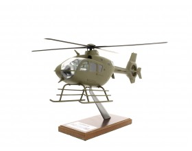 Maquette H135M livrée militaire kaki échelle 1: 32